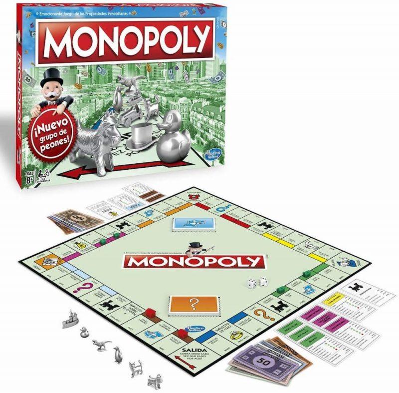 Caja del Monopoly versión Madrid con el tablero, las cartas, las figuras, algunas casas, las cartas de las propiedades y el dinero del juego